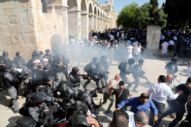 Israel police, Palestinians clash at flashpoint Jerusalem holy site