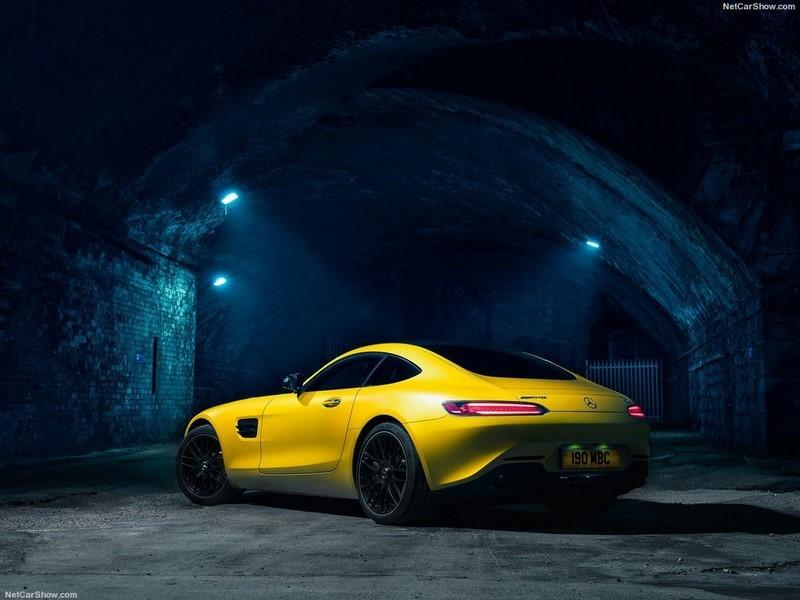 https://witbanknews.co.za/wp-content/uploads/sites/105/2015/07/Mercedes-Benz-AMG_GT_S_UK-Version_2016_1024x768_wallpaper_2a.jpg
