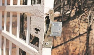 Dorp getref deur misdaadbende