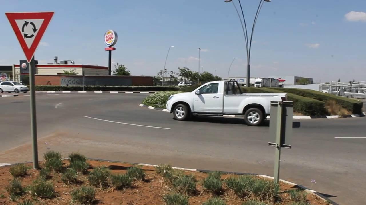 Video: Hoe ry die motoriste? Sukkel-sukkel so om die sirkels.