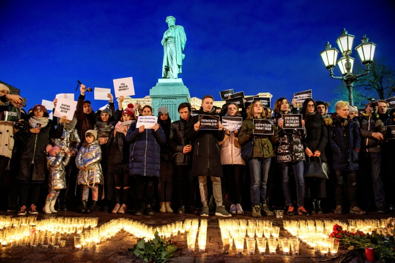 Russia holds first funerals for victims of shopping centre