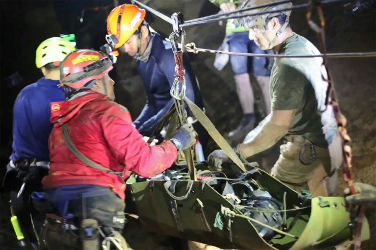 The boys were stretchered along the passageways of the cave complex using a system of ropes and pulleys | © ROYAL THAI NAVY/AFP | Handout