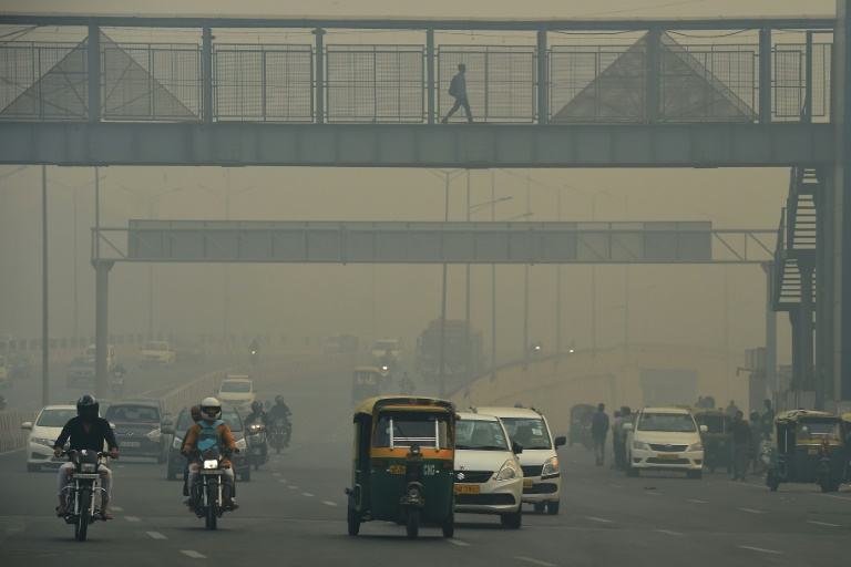 Commuters donned masks in New Delhi as visibility on major roads was reduced to barely 50 metres the morning after Diwali celebrations | © AFP | Prakash SINGH