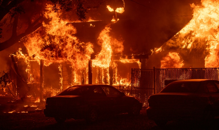 A home burns as a wildfire tears through the town of Paradise in northern California | © AFP | Josh Edelson