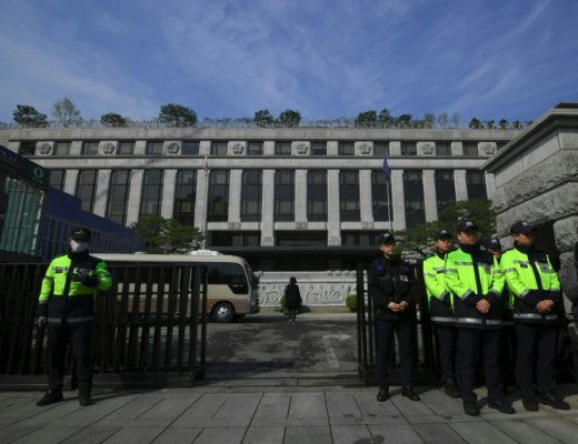 100,000 South Koreans call for judge to be sacked over child