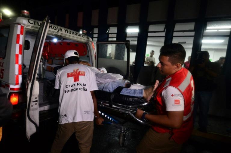 Blood flowed during a football match in Honduras: 3 dead, 12 injured ile ilgili görsel sonucu