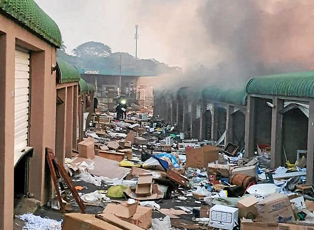 VIDEO: Storage units in Amanzimtoti looted and burnt