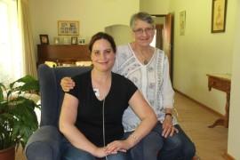 Martie Geertsema (links) is twee en 'n half jaar gelede met Pulmonêre hipertensie gediagnoseer. Sy moet van duur medikasie gebruik maak om haar korttermyn aan die lewe te hou. Haar grootste behoefte is om 'n dubbele longoorplanting te kry en ook om bewusmaking van die siekte te bevorder om ander te help. Haar ma, Ans (regs) is een van haar steunpilare.