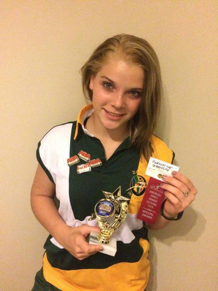 Anellé Arbuckle met van die medaljes wat sy tydens 'n onlangse kompetisie ingepalm het.