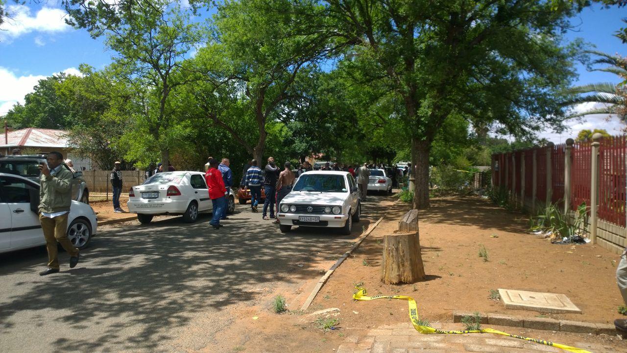 Die polisie het toegeslaan op 'n beweerde dwelmhuis. Foto: Jannie du Plessis