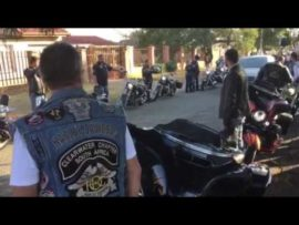"VIDEO: ""Bikers"" bring hulde aan Puk-student"