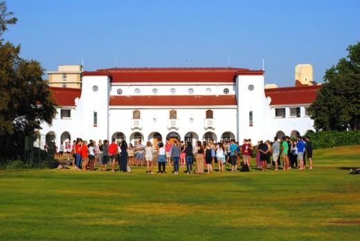 Studente hou massagebed op kampus. FOTO: Marianke Saayman.