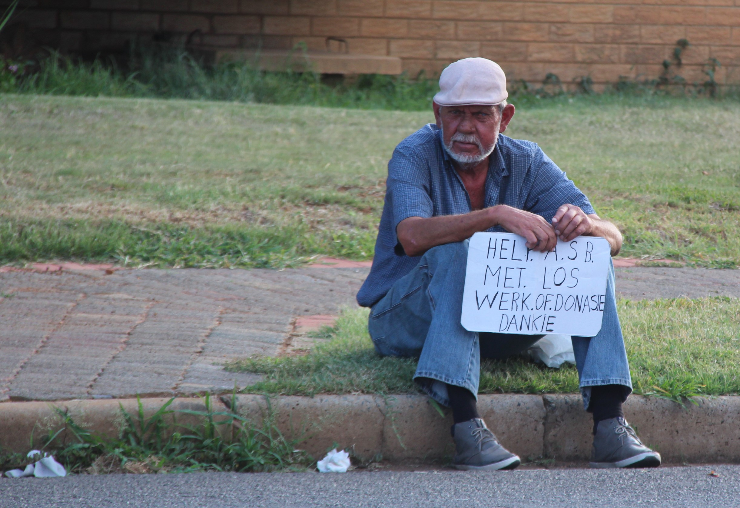 Hierdie Kersseisoen is daar steeds mense wat alleen op straat sit, sonder werk, kos of liefde in Potchefstroom. Hoe kom mense op hierdie punt?