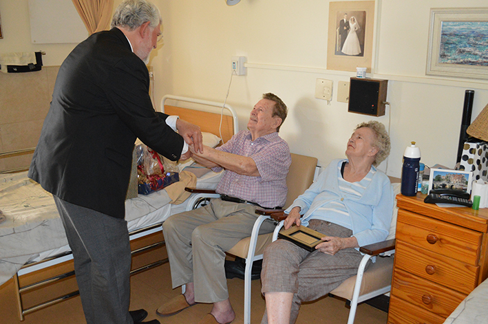Prof Fika Janse van Rensburg, wens prof Tjaart van der Walt geluk met sy 83ste verjaarsdag.