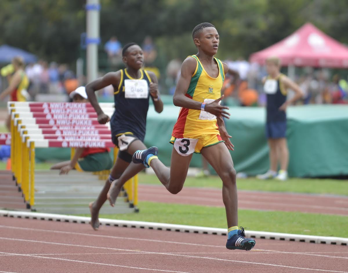 Noordwes se Phemelo Monchusi het 'n bronsmedalje in die seuns o.13 200 meter naellope behaal. Foto: Mario van de Waal.