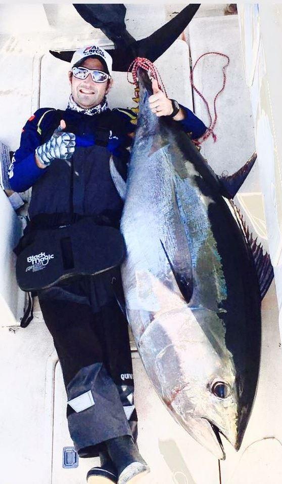 Jan-Hendrik Delport glimlag breed met sy Blouvin-Tuna vangs van 132 kilogram wat hom as die wenner by die Gordonsbaai Offshore Classic bepaal het.