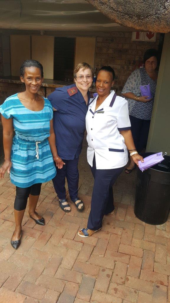 Van die verpleegsters en versorgers van die Dienssentrum. Foto's: Verskaf