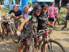 Danielle Strydom en Nooi Louw het 'n algehele derde plek in die vroue-afdeling by die bekende Sani2c bergfietsskofresies behaal.