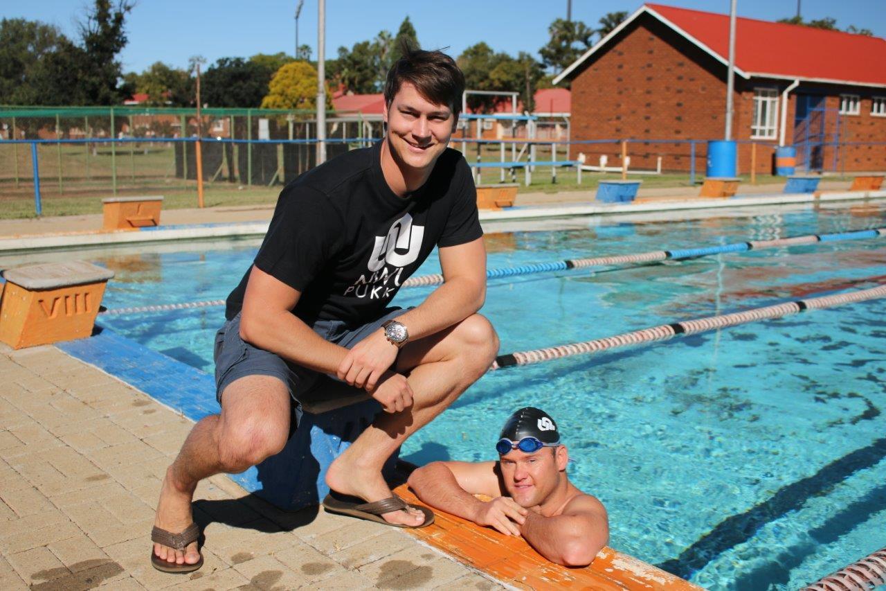 Hannes-Walt (regs) tydens 'n oefensessie saam met sy swemafrigter, Mickey Olivier. Foto: Verskaf