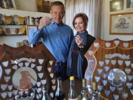 Boet en Martie Schoeman spog met hul trofeë. Foto's Marianke Saayman