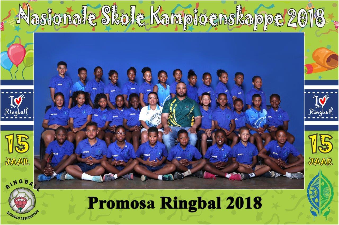 Die Promosa leerders onder leiding van Fergusson Jones en Barnedine Swarts wat die Dr. Kenneth Kaunda-span by die SA Nasionale Ringbalkampioenskappe gelei het.