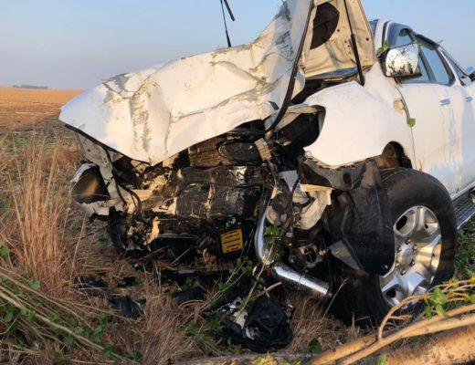 Two dead in bakkie vs tree crash | Sedibeng Ster
