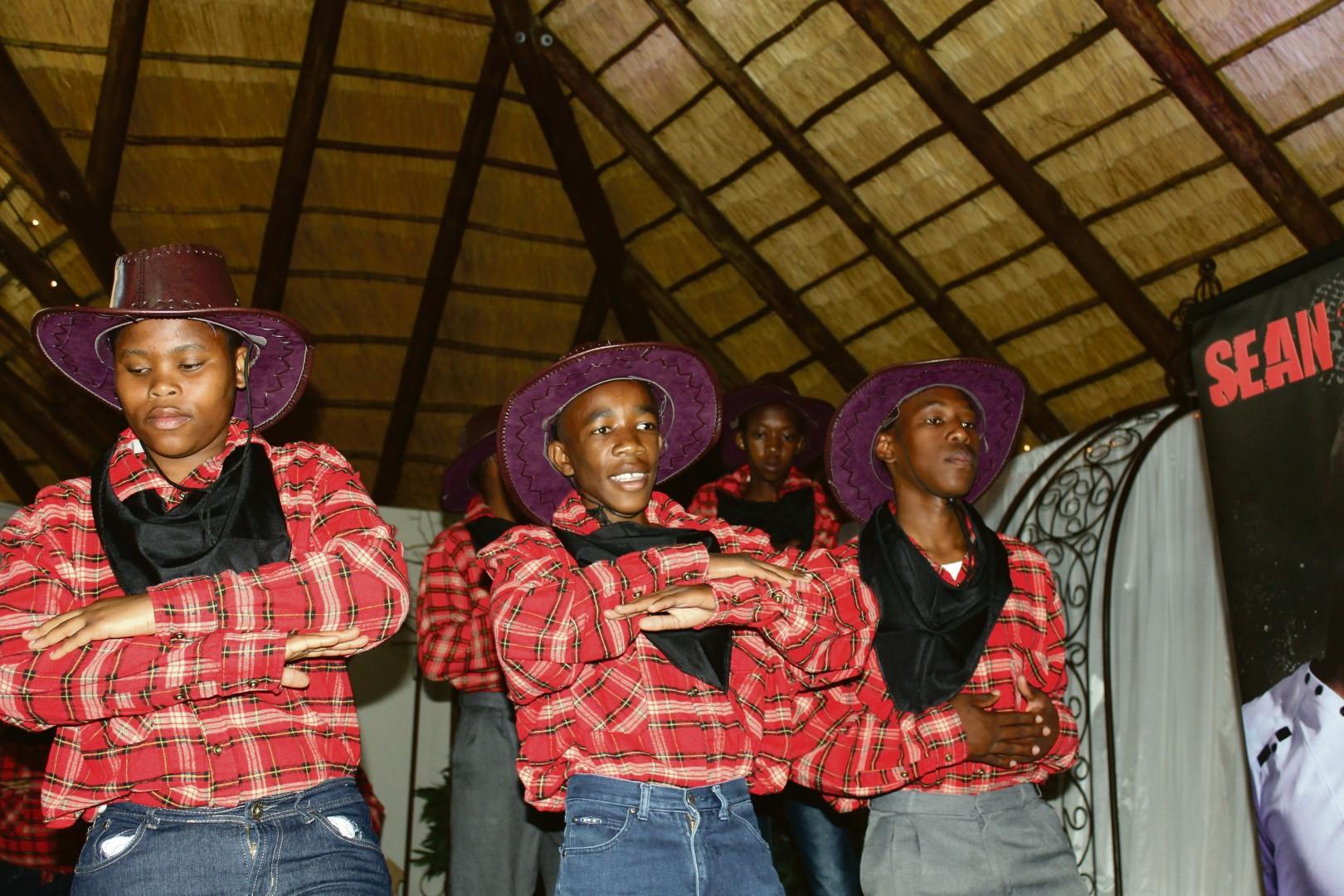 Eureka Skool se lyndansers wat tydens die damesoggend opgetree het.