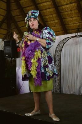 Elsabé Aldrich het gaste behoorlik vermaak tydens Eureka Skool se damesoggend. Foto's: Carla du Plessis
