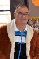 Die 72-jarige Manie Booyens is verlede Donderdag aan hartversaking oorlede.