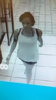 'n Video van die verdagte voëldief is tydens die diefstal deur 'n sekuriteitskamera geneem.