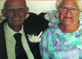Ben en Queenie du Toit, wat onlangs hul 60ste huweliksherdenking gevier het.