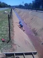 Langrandweg in Sonlandpark lyk nou weer soos wat dit moet ... nadat SONRA en die DA saamgespan het en dié pad getakel het.