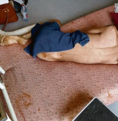'n Aaklige gesig vir enige ouer om hul seun naak, vuil en bewend op 'n matras op die vloer in 'n hospitaal aan te tref. Foto: Verskaf
