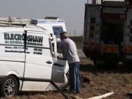 Die hartseer Piet Fouché lê sy hand op sy oorlede seun, Shawn Fouché (40),nadat Shawn tragies vroegoggend in 'n ongeluk gesterf het. FOTO: Jannie du Plessis (Vaalweekblad)