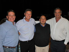Piet Coetzer (Volkies Sport Bemarking), Fanie de Villiers, Hennie Pieterse (Hoër Volkskool Skoolhoof) en Theuns Stofberg  (oud-bokkaptein).