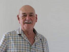O'Neil lê tuig by Doulos Armoede Bediening na 30 jaar neer.