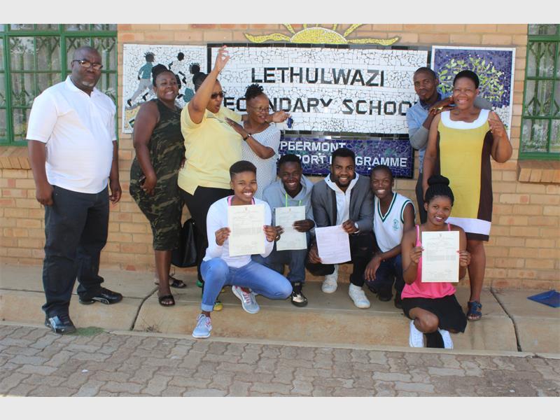 Kneeling from left to right are learners from Lethulwazi Secondary School: Bongiwe Mbuyisa, Sbusiso Mokeona, Joaquin Hlungwane, Oyame Phatosi and Xolisa Mbuyisa. Standing in the back are the teachers of the school (from left): Lungelo Nyongwane, Betty Mtshali, Buyekezwa Makhuba, Sithembile koma, Sikholiwe Hanqa and Jacky Mahlare.
