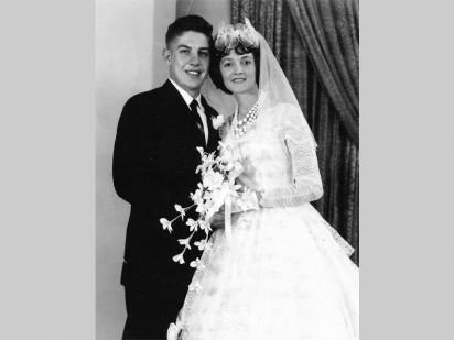Frik en Susan op hul troudag in 1963. Hierdie foto het in Januarie 1964 in die West Rand Times verskyn.
