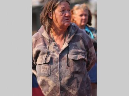 Hanelie Gouws woon al 15 jaar in die kamp en is die oudste inwoner daar. Sy vrees vir haar lewe en sê dat die ander plakkers in Munsieville hulle nie gaan aanvaar nie.