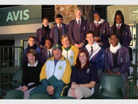 In the middle row, South African Davis Cup player Tucker Vorster and in the front row is Davis Cup Captain Earl Grainger with a group of KHS' tennis players. Next to Earl is KHS coach Jordan Ogborne and educator Nicole Venter.