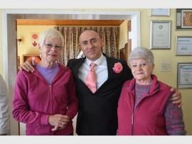 Rocco saam met Mandy Wright en Sophia Minie van die Rotary Anns.