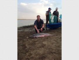 Daan Watson het die swaarste vis vir die dag uitgetrek, 'n baber van 16,213kg. Foto: Ingestuur.