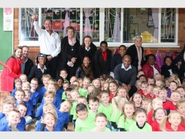 Silverstar's General Manager Shane Collinson (back left) with his team from Silverstar and teachers and pupils from Laerskool Muldersdrif.