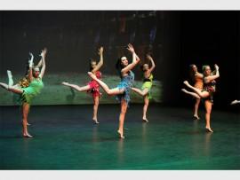 Leerlinge van Hoërskool Monument se Dansdepartement tydens die jaarlikse revue. Foto: Hoërskool Monument.