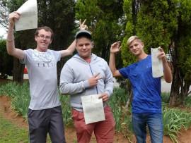 Abraham Polok, Emmanuel Bagchus en Brandon Gouws is baie opgewonde dat hulle skoolloopbaan agter die rug is.