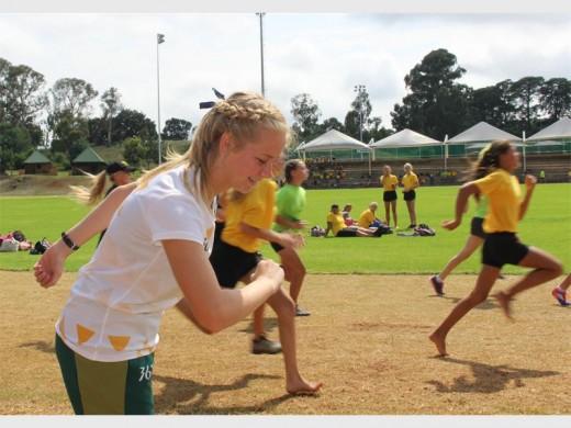 Liza Kellerman, het tydens die Regional 5 atletiekspele in Angola besonders persteer en so ook haar skool, Hoërskool Monument se naam hoog gehou.