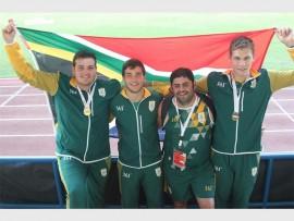 Morne Brandon, Kayle Blignaut, Eben Vermaas (woordvoerder van Monnas) en Naas Marais het Suid-Afrika by die Regional 5-atletiekspele in Angola verteenwoordig. Foto: Verskaf