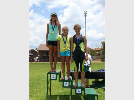 Ellenique Grubb, Wilma Nap en Beate Lindes het die 800 meter met alles in hulle aangepak.
