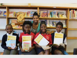 From left to right: Siyabonga Magasela, Nelisiwe Makhaba, Atlegang Mashangoane and Mulalo Ngesi. Back: Masego Olifant (Librarian) Photos: Adéle Bloem