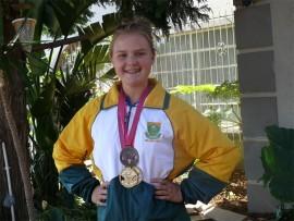 Die 13-jarige HS Noordheuwel-leerling, Chanté Fourie, met haar medaljes.